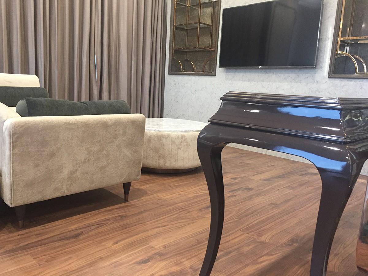 Sàn gỗ màu trầm được sử dụng cho phòng ngủ