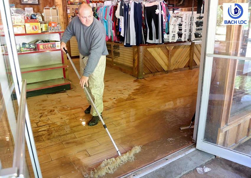 Cách xử lý sàn gỗ bị ngập nước nhanh chóng