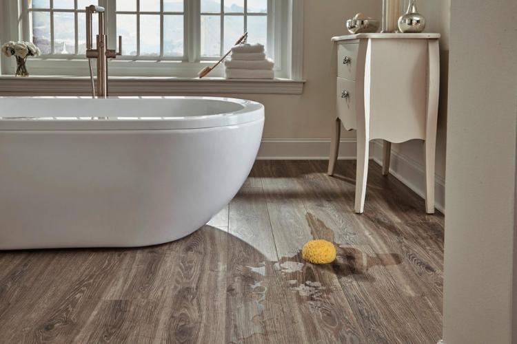 Lưu ý khi lát sàn gỗ phòng tắm