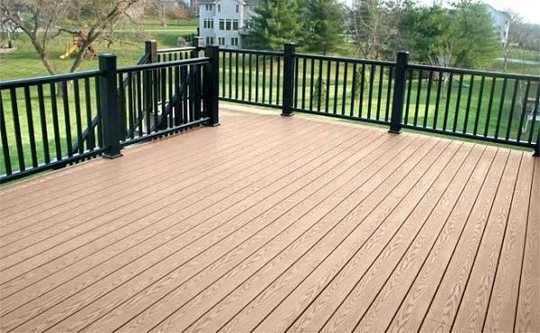 Sử dụng sàn gỗ công nghiệp cho không gian ngoài trời có thật sự phù hợp?