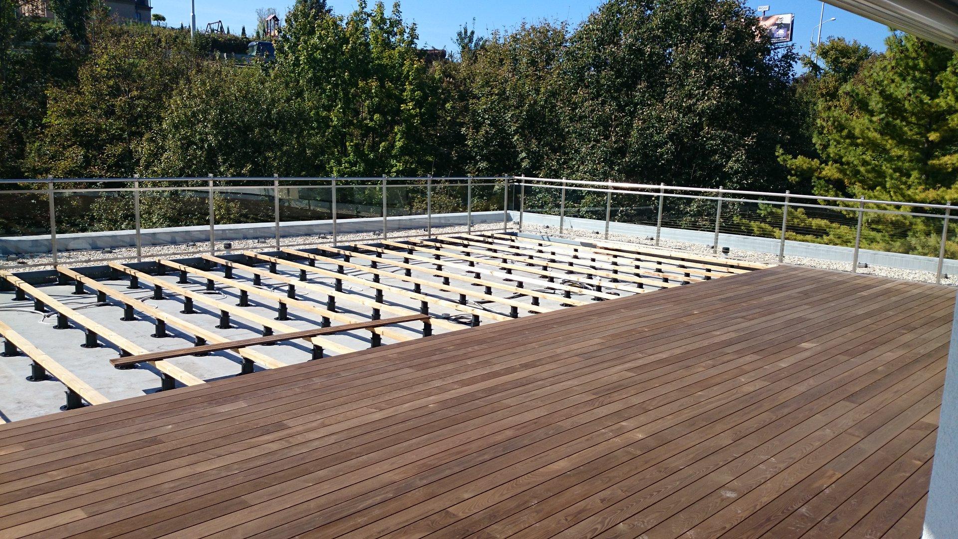 Có nên sử dụng sàn gỗ ngoài trời?